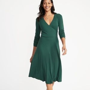 NWOT A-line V-neck Long Sleeve Green Midi Dress